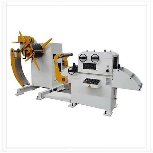 straightener for thick material sheets